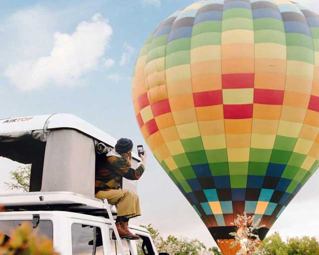 Camper near a hot air balloon - hire a campervan